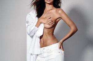 Emily Ratajkowski : Entièrement nue et en lingerie, la bombe embrase la Toile
