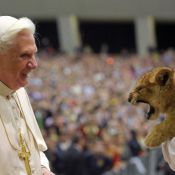 Quand France 2 sanctionne carrément... le Pape !