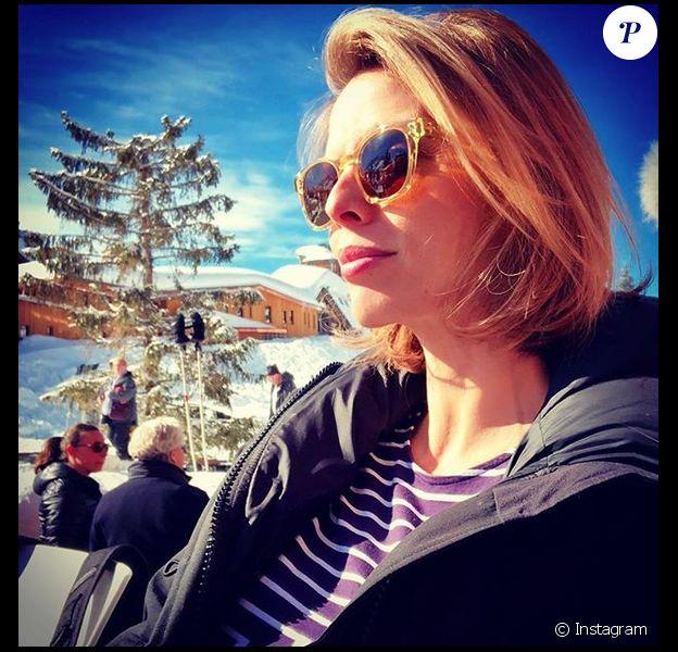 Sylvie Tellier a confirmé sa troisième grossesse lors de ses vacances au ski. Depuis, elle prend soin d'elle. Février 2018.