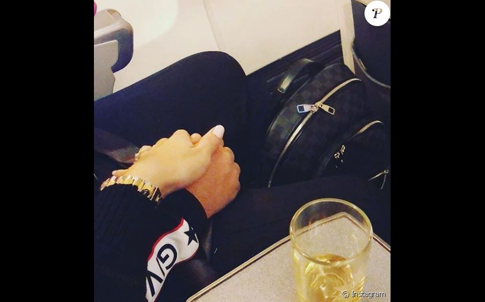 vitaa et son mari hicham dans l 39 avion direction marrakech instagram f vrier 2018 purepeople. Black Bedroom Furniture Sets. Home Design Ideas