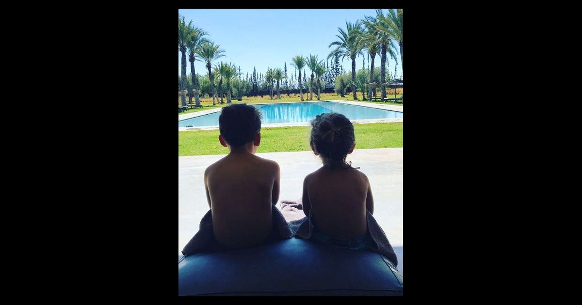 vitaa publie une photo de ses fils liham et adam sur instagram l 39 occasion de leurs vacances au. Black Bedroom Furniture Sets. Home Design Ideas
