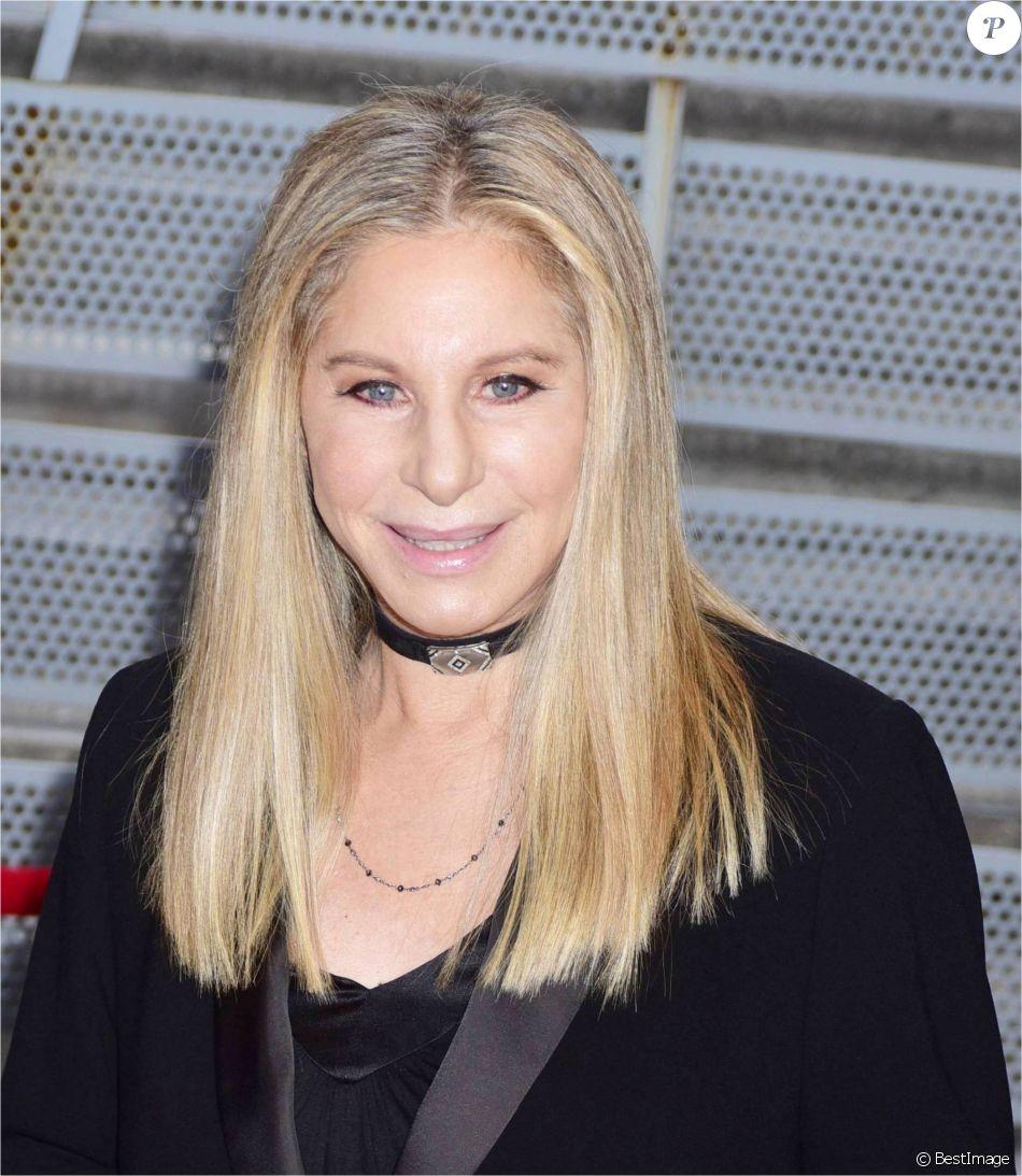 """Barbra Streisand sur le tapis rouge du film """" StoryTellers """" lors du Festival du Film de Tribeca à New York Le 29 avril 2017 © CPA / Bestimage"""