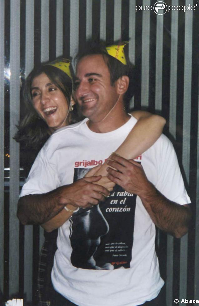 Ingrid Betancourt et Juan Carlos Lecompte, ici ensemble pour l'anniversaire de Juan carlos en 2001 : un divorce âpre se profile...