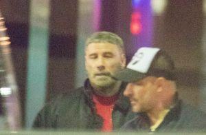 John Travolta avec une coupe de cheveux ridicule, bien loin de Grease...