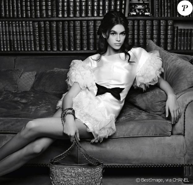 Kaia Gerber, visage de la nouvelle campagne publicitaire des sacs à main Chanel. Février 2018.