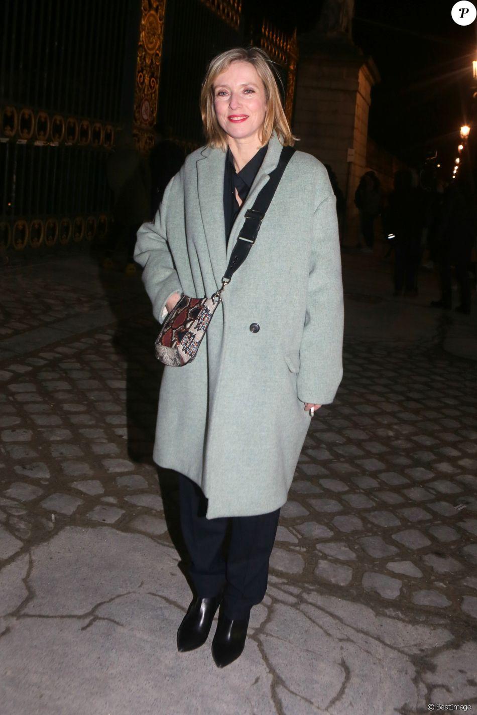 Léa Drucker arrive au défilé Isabel Marant - collection prêt-à-porter femme automne-hiver 2018 au Jardin des Tuileries. Paris, le 1er mars 2018.
