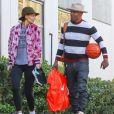 Exclusif - Katie Holmes et son compagnon Jamie Foxx vont jouer au basket en amoureux le jour de la Saint Valentin à Los Angeles, le 14 février 2018