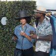 Usher et sa femme Grace Miguel mangent une glace dans les rues de Los Angeles. La chanteur a récemment été accusé d'avoir transmis de l'herpès à plusieurs personnes, le 1 octobre 2017.