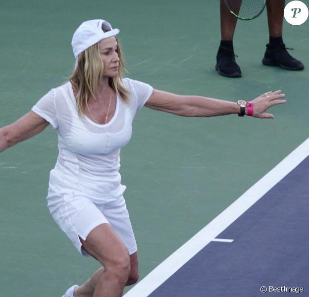 """Nadia Comaneci lors d'un tournoi de tennis caritatif pour la 14e édition annuelle du """"Desert Smash 2018"""" à La Quinta en Californie, le 6 mars 2018."""