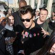 Exclusif - Harry Styles accueilli par une horde de fans déchainés à son arrivée à la Gare du Nord à Paris le 25 octobre 2017.