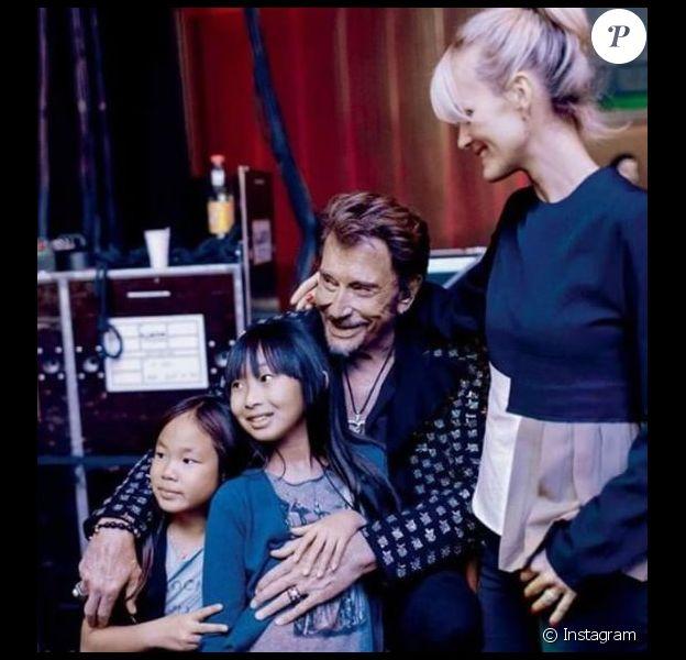Johnny Hallyday avec ses filles Jade et Joy et sa femme Laeticia sur Instagram, le 26 mai 2017.