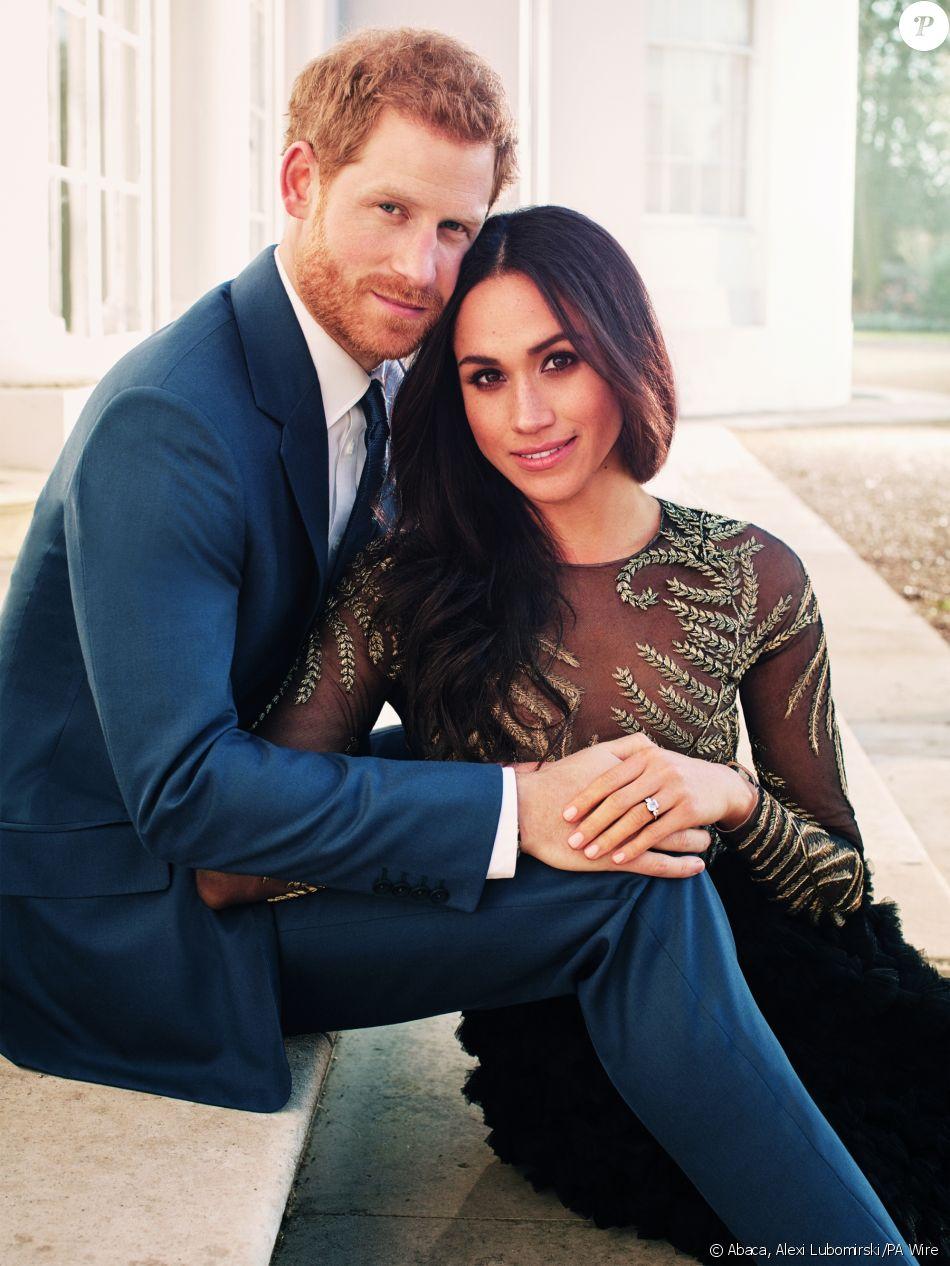 Le prince Harry et Meghan Markle, portrait officiel réalisé en décembre  2017 par Alexi Lubomirski