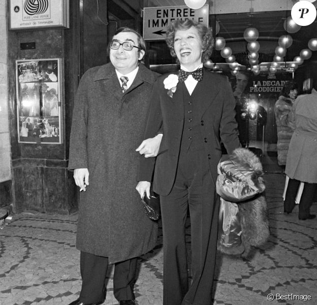 Stéphane Audran et Claude Chabrol à la première de La Décade prodigieuse à Paris en1971.