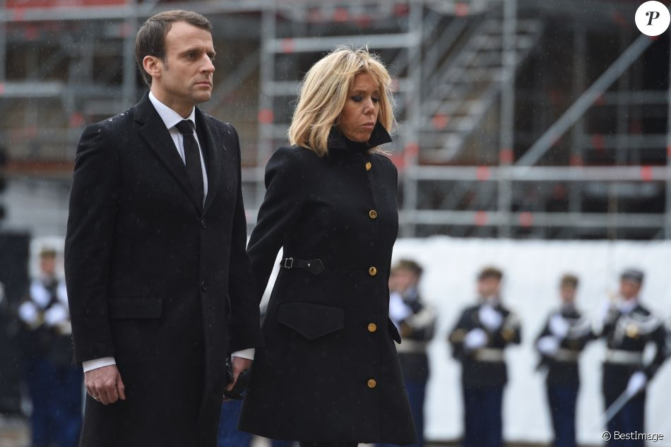 Le président de la République Emmanuel Macron et sa femme la Première Dame Brigitte Macron (Trogneux) - Hommage national du lieutenant-colonel de gendarmerie Arnaud Beltrame aux invalides à Paris le 28 mars 2018. Arnaud Beltrame est mort après avoir pris la place d'une otage civile au supermarché Super U à Trèbes. © Eliot Blondet/Pool/Bestimage  National tribute of lieutenant-colonel of police Arnaud Beltrame at the invalids in Paris, France on March 28, 2018. Arnaud Beltrame died after taking the place of a civil hostage at Super U supermarket in Trèbes.28/03/2018 - Paris