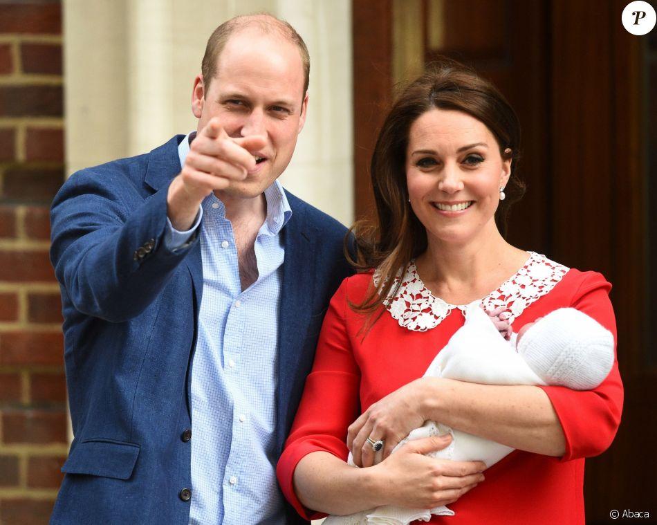 Le prince William et la duchesse Catherine de Cambridge (Kate Middleton) ont quitté la maternité avec leur bébé quelques heures seulement après sa naissance le 23 avril 2018 à Londres.