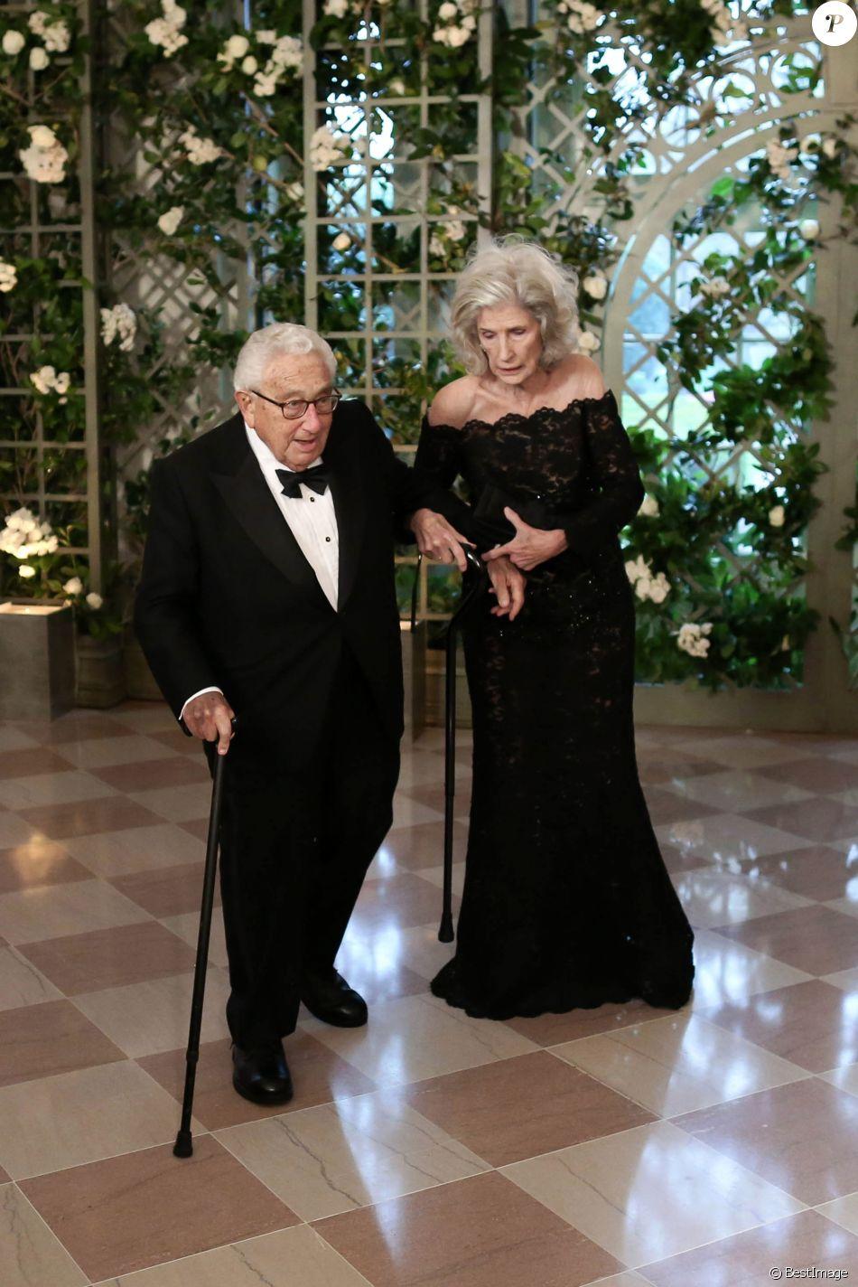 Henry kissinger et sa femme nancy les invités arrivent au dîner en lhonneur du président de la république emmanuel macron et de la première dame brigitte