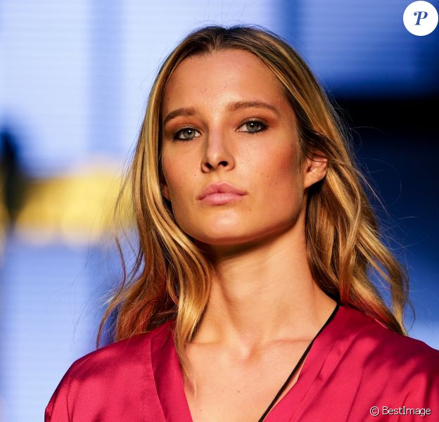 """Ilona Smet au backstage - 10e édition du """"Etam Live Show"""" (Etam Lingerie) lors de la Fashion Week à Paris, France, le 26 septembre 2017."""