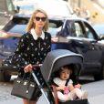 Nicky Hilton Rothschild promène sa fille Lily en poussette dans les rues de New York, le 1er mai 2018