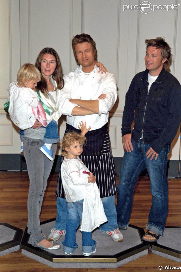 Jamie oliver sa femme jools et leurs filles daisy boo et - Cuisinier anglais jamie oliver ...