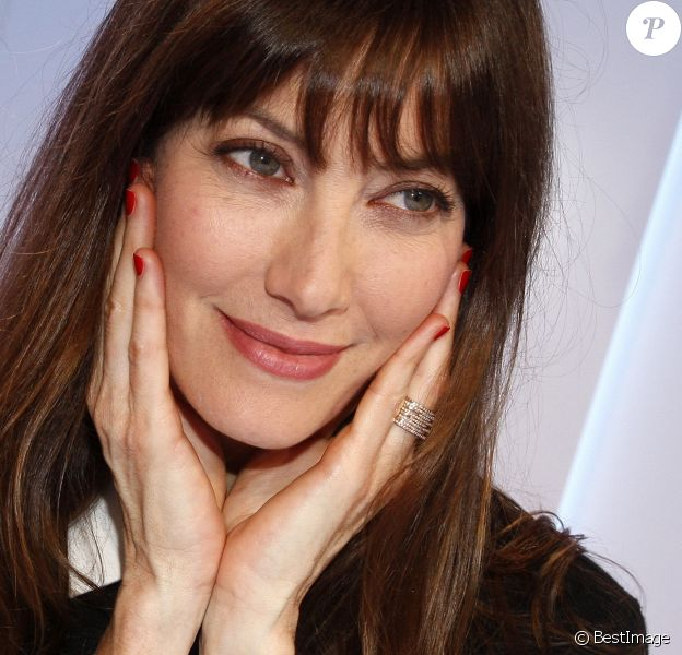 """Mareva Galanter lors du photocall pour le spectacle """"Les Parisiennes"""" aux Folies Bergère, à partir du 24 mai, à Paris. Le 9 avril 2018"""
