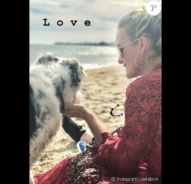 Yaël Abrot, amie de Laeticia Hallyday, a partagé quelques clichés souvenirs de leur dernière balade sur la plage de Malibu, le 6 mai 2018.