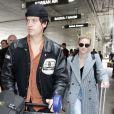 Lili Reinhart et Cole Sprouse arrivent à l'aéroport de Los Angeles, le 4 avril 2018. Photo par Cala.
