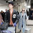 Lili Reinhart et Cole Sprouse arrivent à l'aéroport de Los Angeles, le 4 avril 2018.