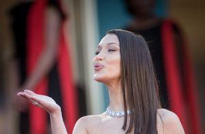 Cannes 2018 : Bella Hadid divine face à un mannequin à la robe transparente