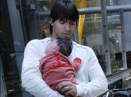 Le footballeur Sergio Agüero ne veut plus lâcher son bébé magique !