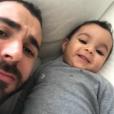 Karim Benzema s'affiche avec son fils de 6 mois dans une story Instagram le 7 décembre 2017.