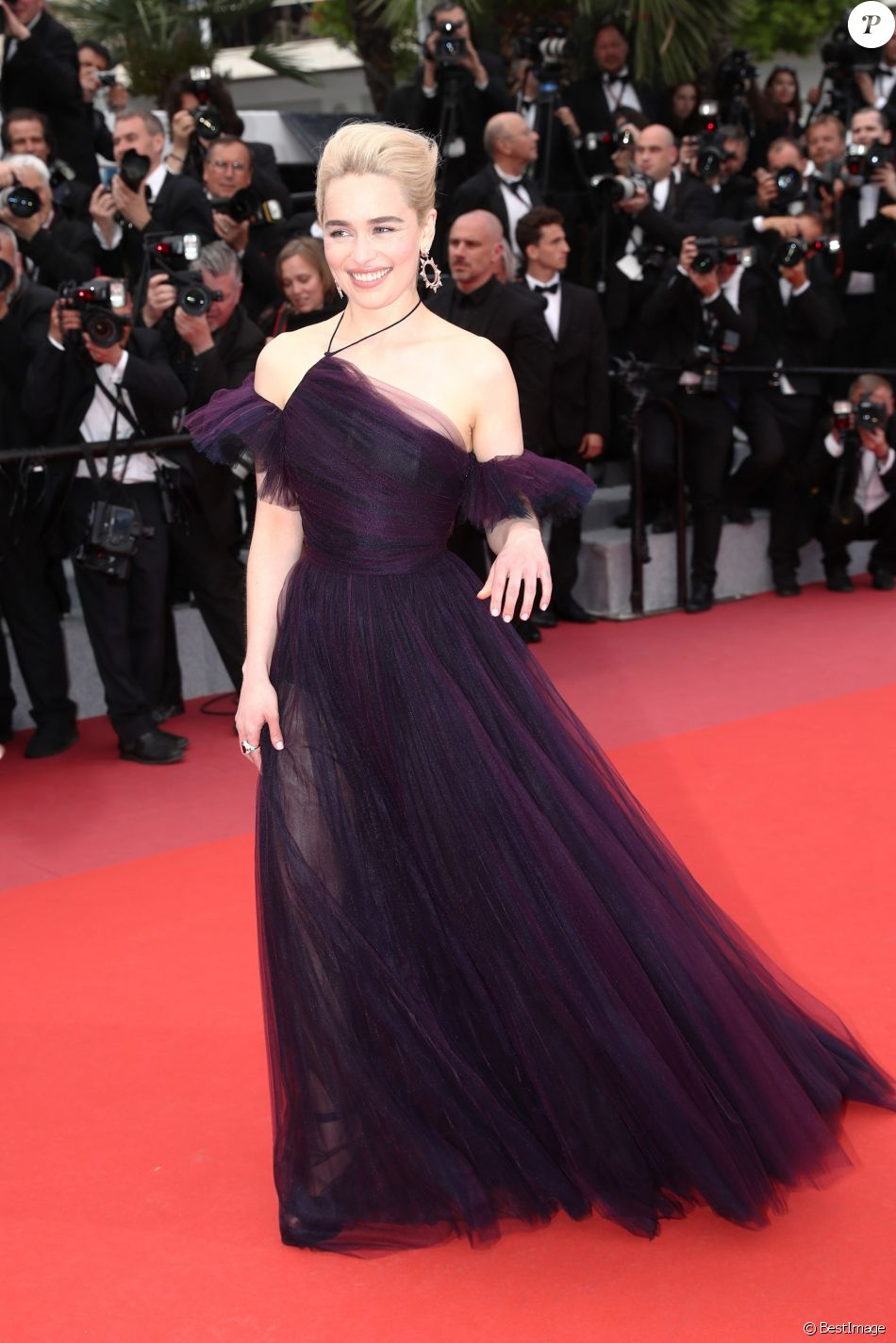 """Emilia Clarke - Montée des marches du film """"'Solo: A Star Wars Story"""" lors du 71e Festival International du Film de Cannes le 15 mai 2018."""