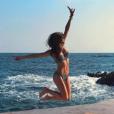 Iris Mittenaere en bikini au côté de Camille cerf, le 27 janvier 2018 à Cannes.