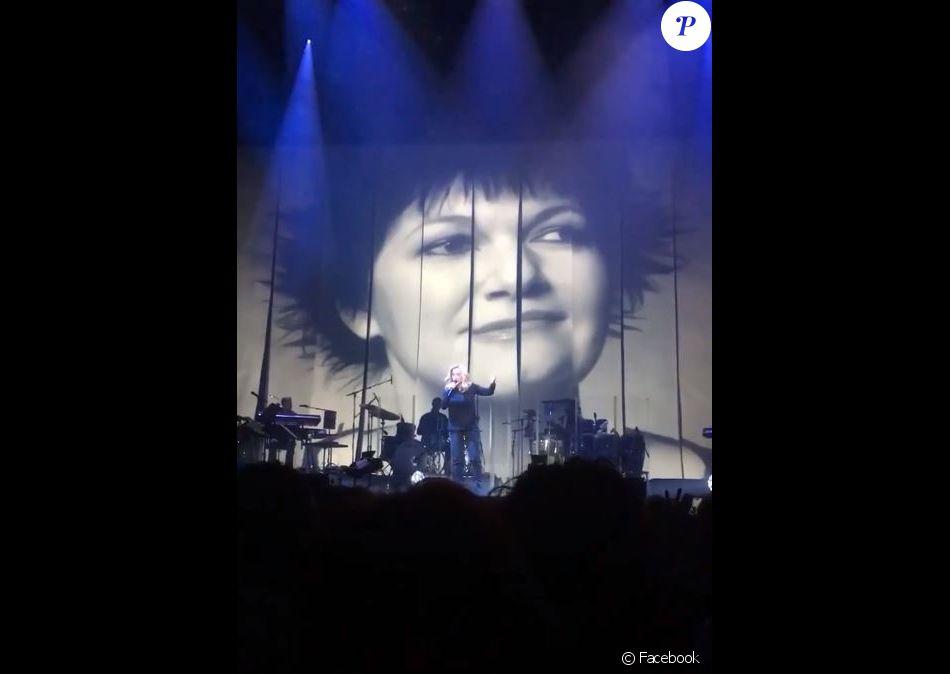 Lara Fabian rend hommage à Maurane sur scène à Amsterdam le 17 mai 2018