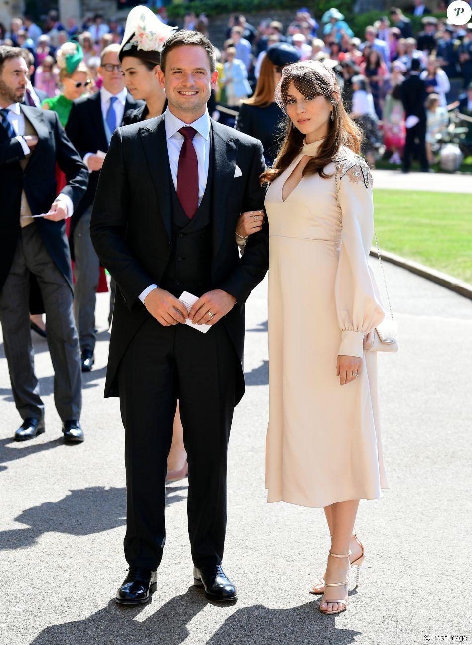 Patrick J. Adams et sa femme Troian Bellisario , Les invités arrivent à la  chapelle
