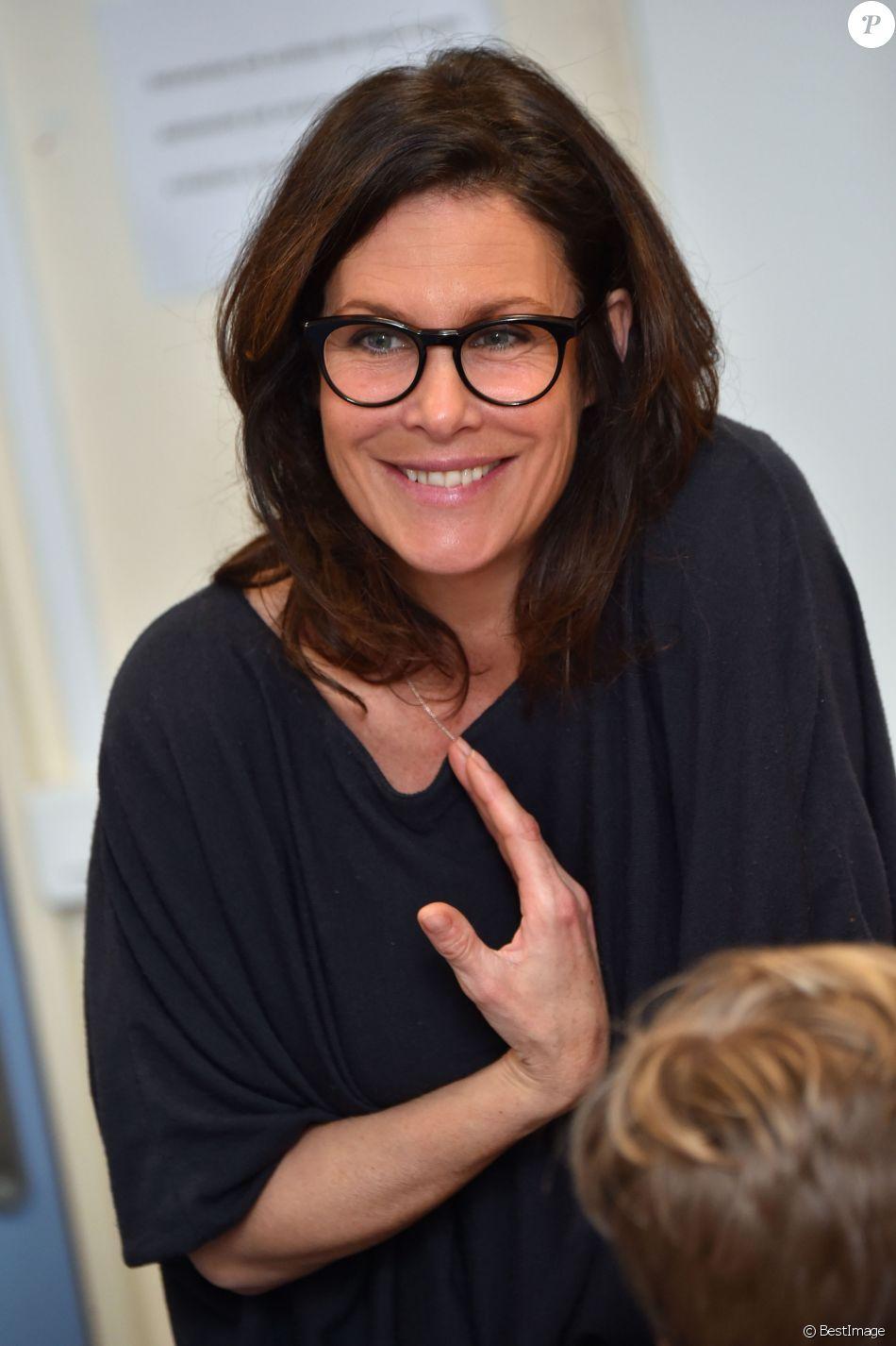Astrid Veillon participe à la campagne Lecture pour tous au
