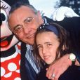 Yves et sa fille Sophie Mourousi à Disneyland Paris, le 6 août 1997.
