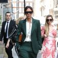 Victoria Beckham quitte sa boutique du quartier de Mayfair à Londres le 22 mai 2018. Elle porte un tailleur pantalon vert.  Fashonista Victoria Beckham looking as stylish as ever and businesslike in her dark green jacket and trousers as she leaves her flagship store in Dover Street, London.22/05/2018 - Londres
