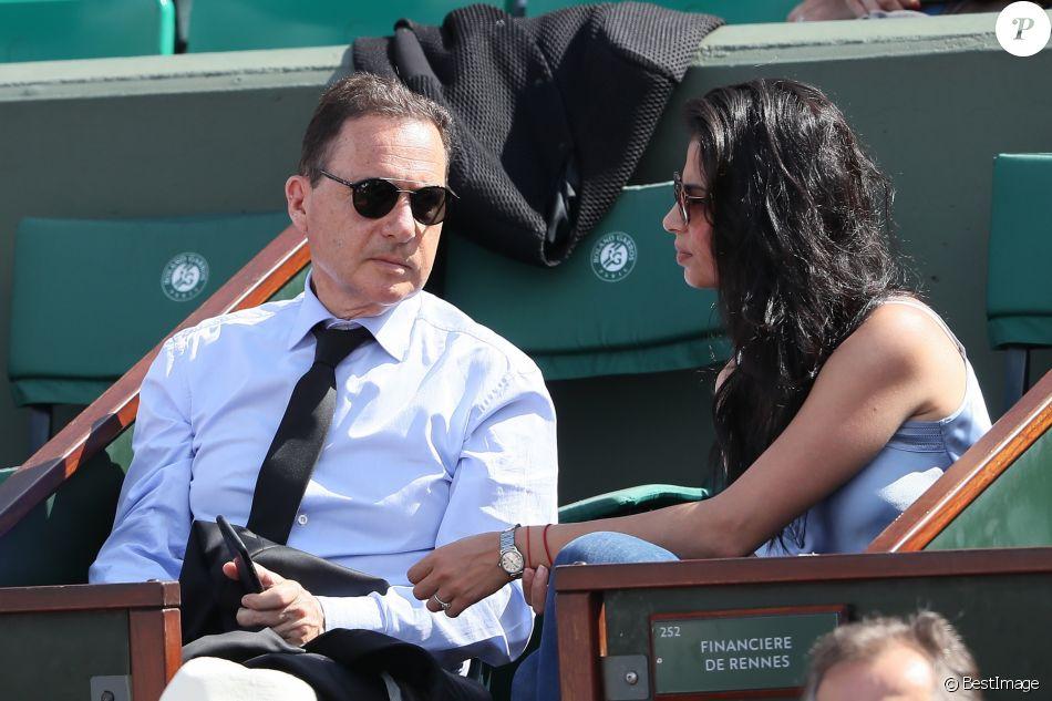 Eric Besson et sa femme Jamila dans les tribunes des internationaux de tennis de Roland Garros à Paris, jour 3, le 29 mai 2018. Cyril Moreau / Dominique Jacovides / Bestimage