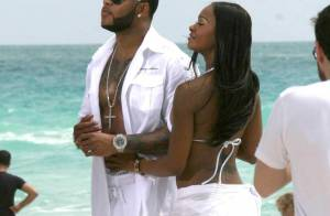 Flo Rida, en plein boulot sur une plage de Miami... avec sa nouvelle bombe ! C'est chaud !