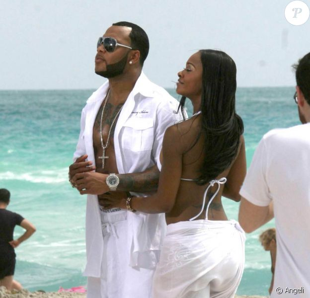 Flo Rida tourne son prochain clip sur la plage de Miami
