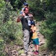 Stéphane Hénon et ss fils, le 10 juin 2018 en pleine nature.
