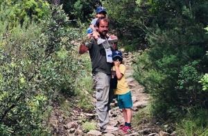 Stéphane Hénon et ses fils : Promenade en pleine nature pour un trio complice