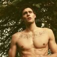 "Holden Nowell dans le clip de Carly Rae Jepsen ""Call Me Maybe"", mars 2012."