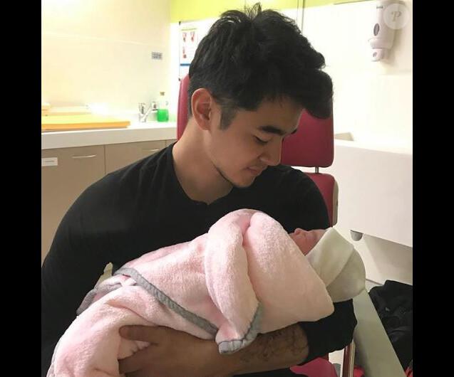 Geoffrey (Top Chef 2018) présente sa fille, née de ses amours avec sa chérie Laurine, en juin 2018.