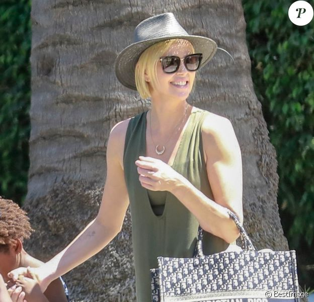 Exclusif - Charlize Theron - Charlize Theron accompagne ses enfants à une fête à Beverly Hills le 9 juin 2018.