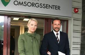 Après les grandes manoeuvres à la neige, Mette-Marit et Haakon de Norvège sont... aux soins !