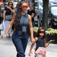 Kim Kardashian et sa fille North lors d'une balade à New York le 15 juin 2018.