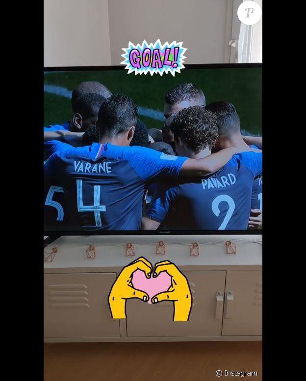 Rachel Legrain-Trapani regarde son compagnon Benjamin Pavard jouer en équipe de France contre l'Australie lors de la Coupe du monde en Russie. Instagram, le 16 juin 2018.