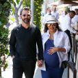 Eva Longoria très enceinte est allée déjeuner avec son mari José Baston au restaurant Porta Via à Beverly Hills, le 7 juin 2018