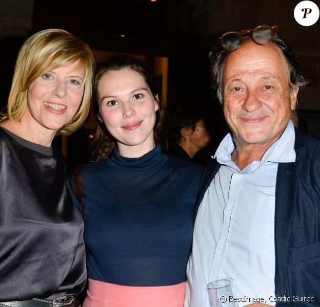 Semi-exclusif - Chantal Ladesou avec sa fille Clémence Ansault enceinte et son mari Michel Ansault - Inauguration du théâtre de la Tour Eiffel à Paris le 16 octobre 2017. © Coadic Guirec/Bestimage